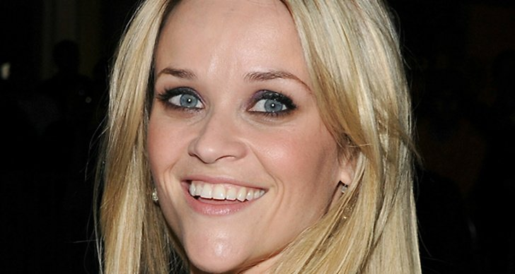 Reese witherspoon har forlovat sig
