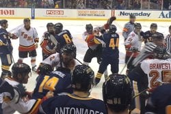 Hockeyfight, Poliser, Brandmän, New York, Brak