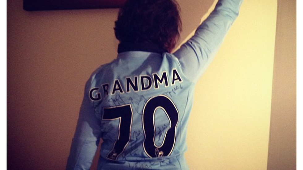 """Posing grandma :) looking sooo good!"" skriver Guidetti på Instagram."