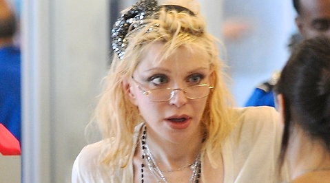 Courtney Love, Twitter
