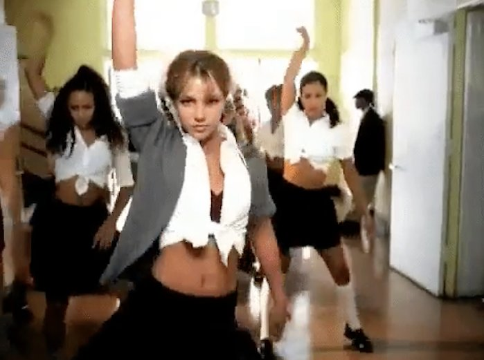 Britney Spears framför ---Baby one more time
